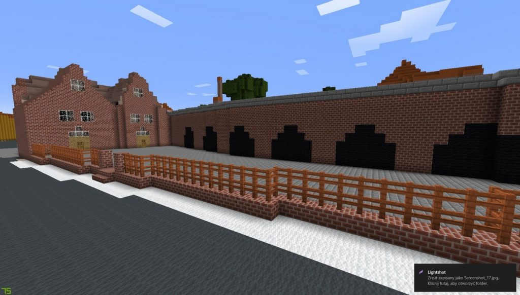 Gdańsk. The Small Armoury. Minecraft visualisation. The building is made of brick blocks. The object is made of two joined buildings covered with steep roofs. It is surrounded with a wooden fence set on a brick base. In front of the building there is a road constructed from dark grey blocks. There is a long brick object with numerous gates adjacent to the building.